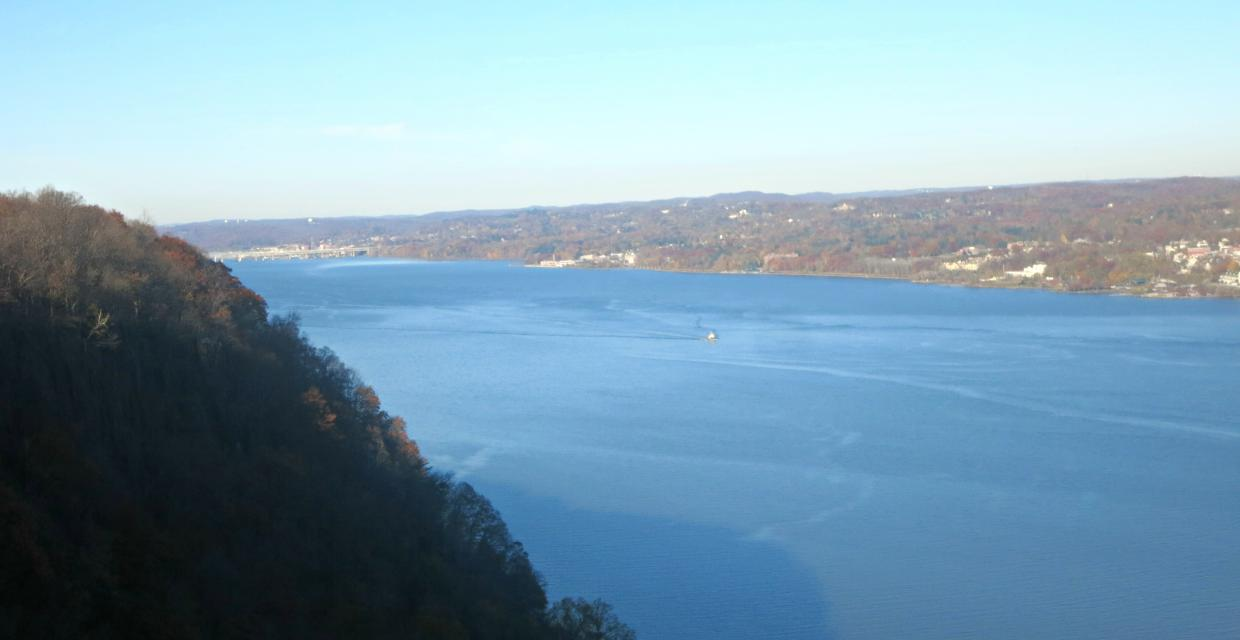 Palisades Interstate Park, Bergen County, NJ. Hudson River from Point Lookout. Photo by Daniel Chazin.