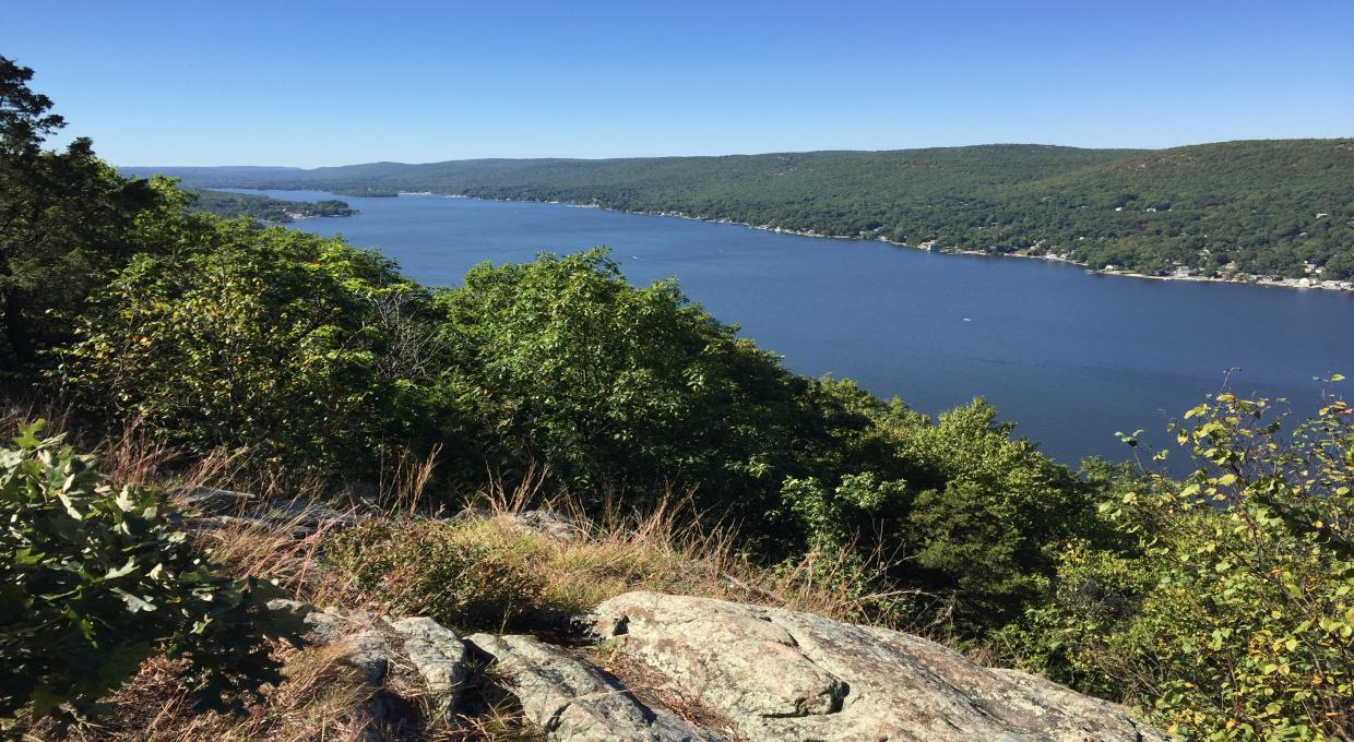 Greenwood Lake from the Bare Rock in Sterling Forest NY - Photo Marie-Pierre Castermans